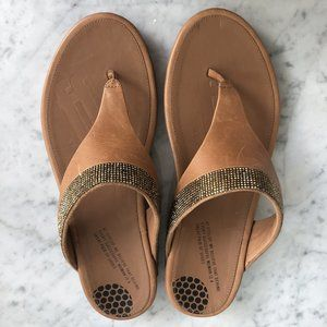 Fitflop sandals camel with gold rhinestones